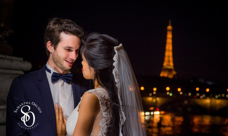 The Eiffel Tower makes beautiful backdrop in any Paris Photoshoot at night
